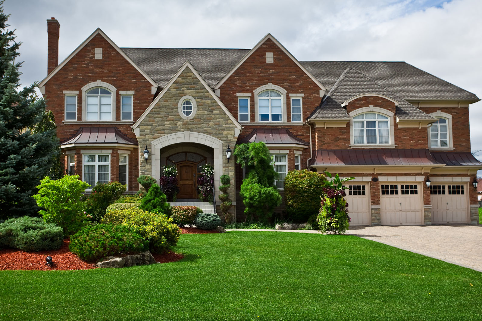 Upsizing Your Home: When to Think About Buying a Luxury Home
